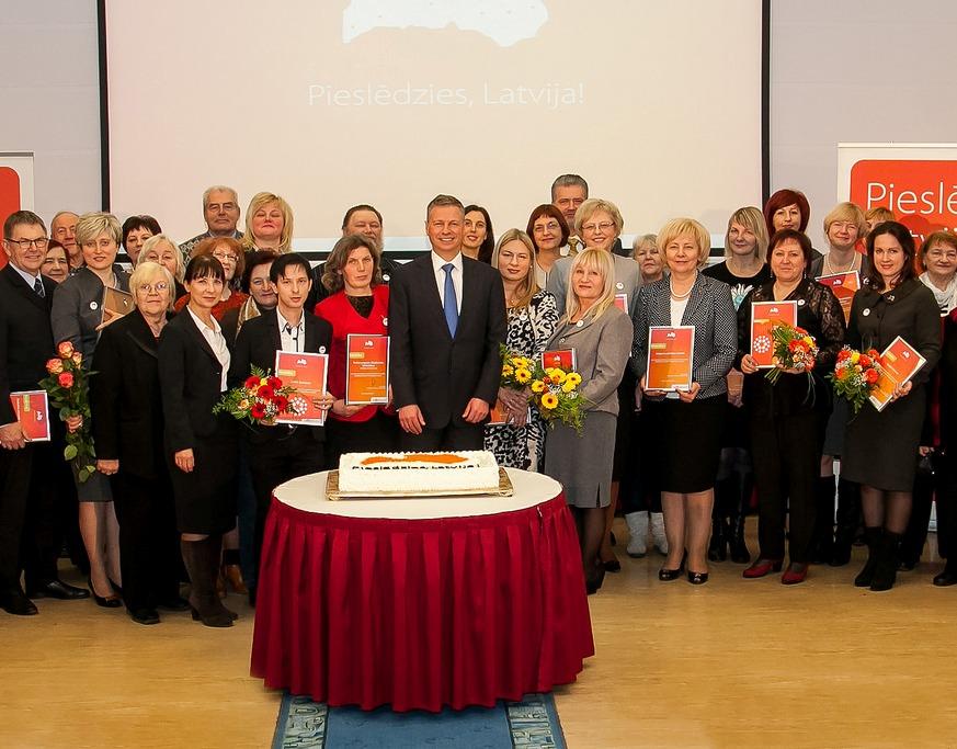 Šogad digitālo plaisu Latvijas reģionos pārvarējuši vairāk nekā 3700 seniori
