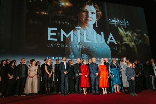 """""""Emīlija. Latvijas preses karaliene"""" pirmizrāde pulcē slavenības un kino mīļotājus"""